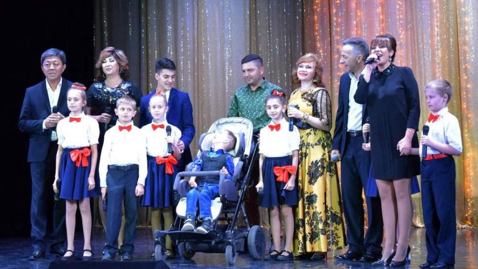 В Лисках на благотворительном вечере  собрали 400 тыс рублей