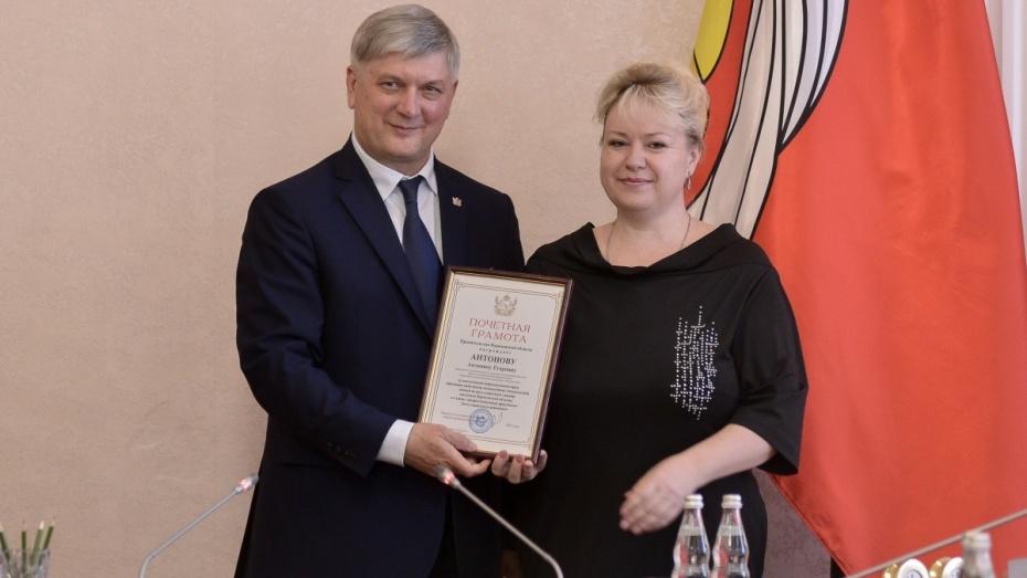 Глава Воронежской области наградил соцработников региона перед профессиональным праздником