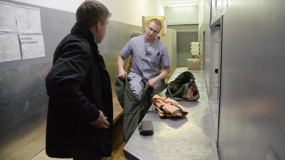Медики рассказали о состоянии врача с COVID-19, выпавшего из окна больницы под Воронежем