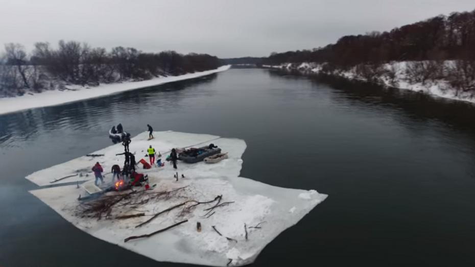 Воронежские экстремалы устроили пикник иджакузи надрейфующей льдине