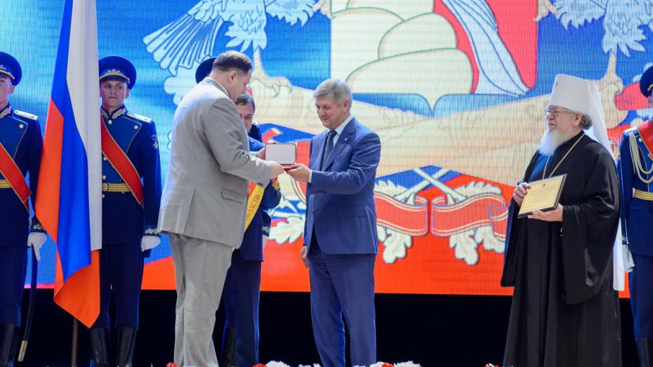 Губернатор наградил 20 жителей Воронежской области в день 85-летия региона
