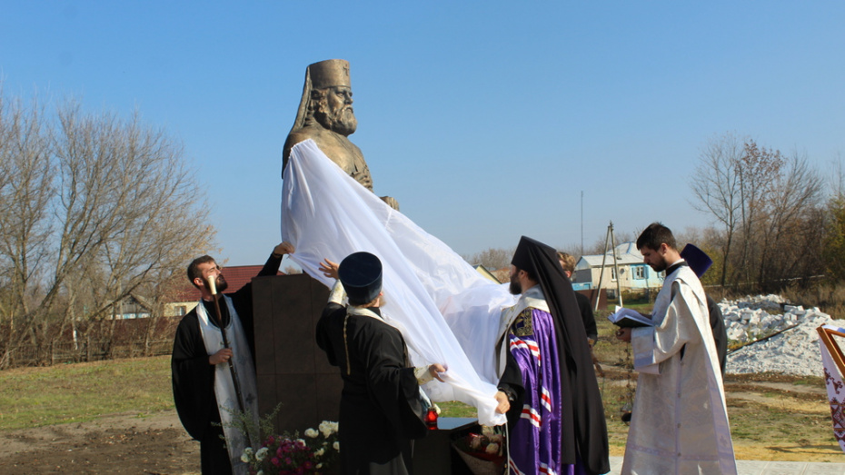 В Ольховатском районе открыли памятник в честь земляка – архиепископа Дмитрия Самбикина