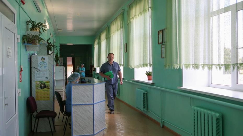 В Воронежской области хирург-переселенец получил новую квартиру