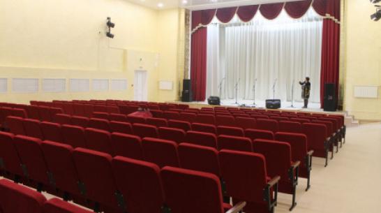В Доме культуры петропавловского села Старая Меловая оборудовали зрительный зал и сцену