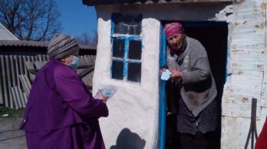 Жительница подгоренского села Гончаровка сшила для земляков многоразовые маски