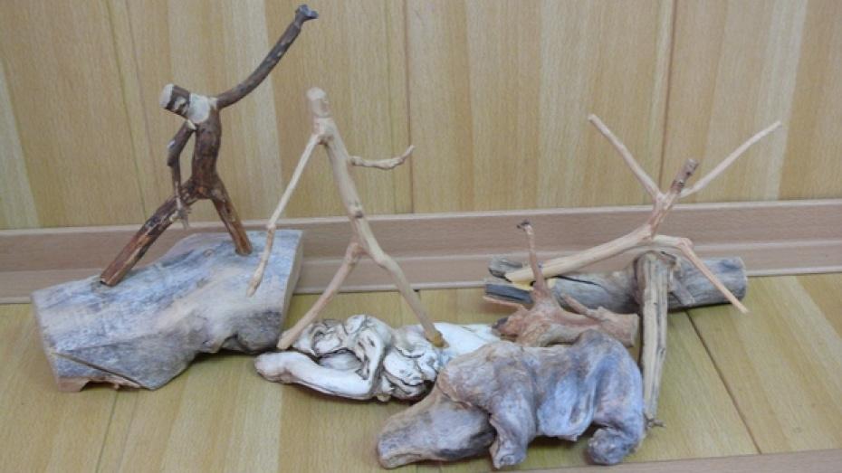 В музее поворинской городской школы № 1 открылась выставка работ инвалида по зрению