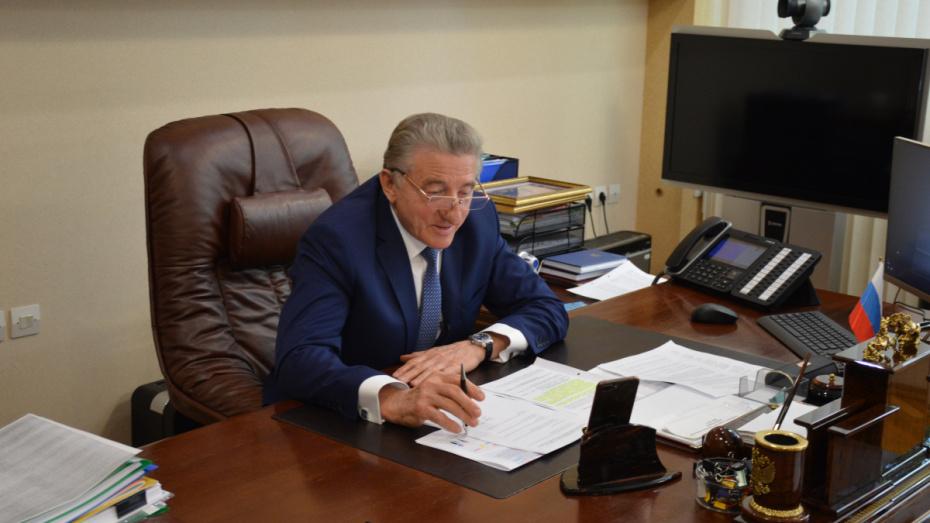 Воронежский сенатор Сергей Лукин направил поздравление медикам