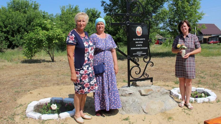 В поселке Новохоперский на месте разрушенного храма установили поклонный крест