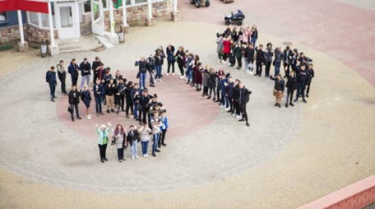 Богучарские студенты и преподаватели выстроились в число 315