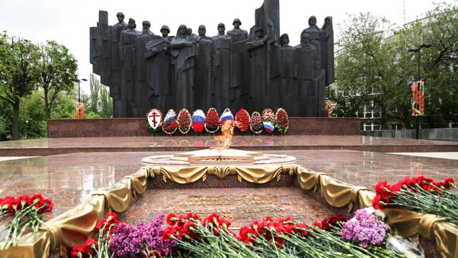 Вечный огонь зажгли на обновленной площади Победы в Воронеже