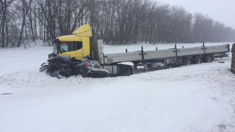 Две женщины погибли вДТП слегковушкой и фургоном вВоронежской области