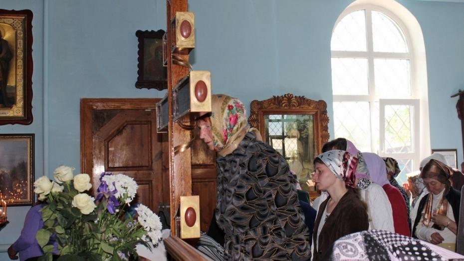 Таловчане приложились к кресту с частицей ризы Господней