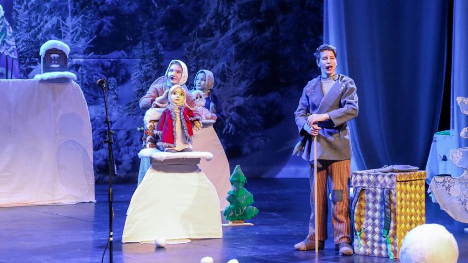 Лискинцев пригласили на премьеру кукольного спектакля «Серебряное копытце»
