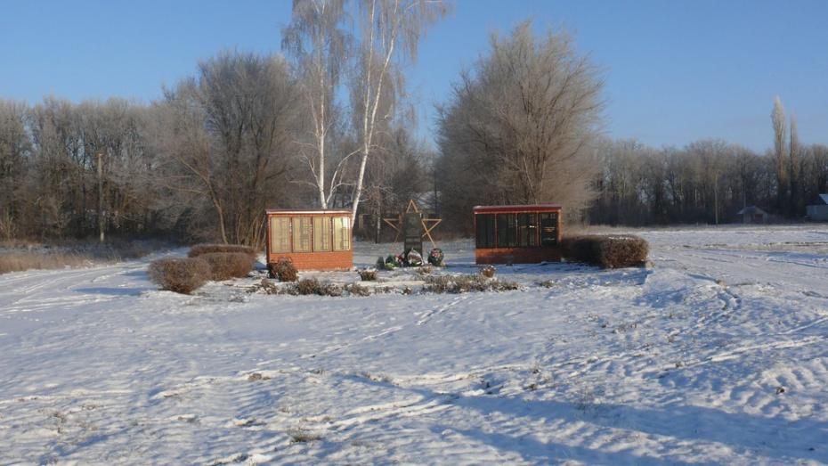В селе Старый Эртиль погибшим в ВОВ землякам установили 2 мемориальные плиты