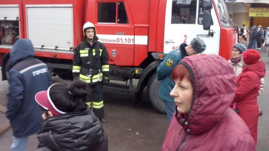 ВВоронеже эвакуировали Центральный рынок из-за угрозы взрыва