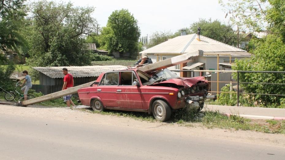В Хохольском районе пьяный водитель угнал и разбил машину соседки