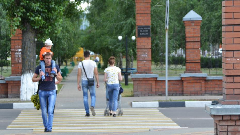 В Лисках в сквере имени 80-летия ВЛКСМ установят 3-метровый комсомольский значок