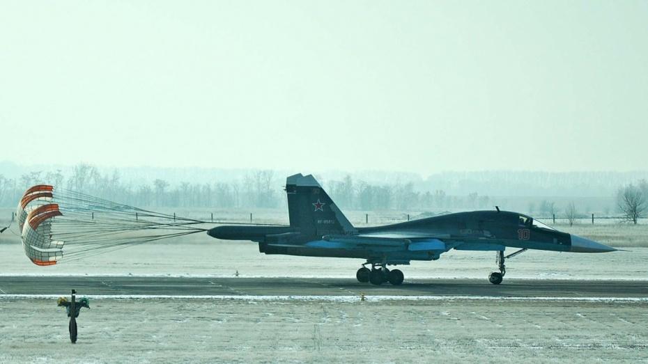 Бомбардировщик Су-34 опрокинулся при посадке в Воронежской области