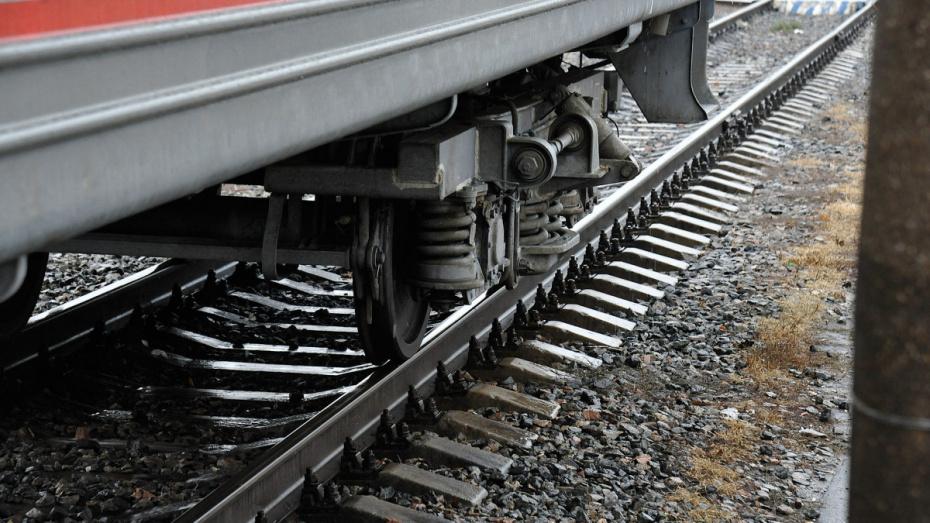 В Воронеже 19-летний парень в наушниках попал под поезд