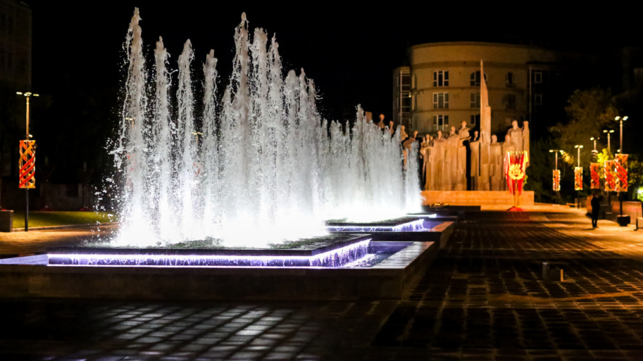В Воронеже на 2 недели отключили фонтаны на площади Победы