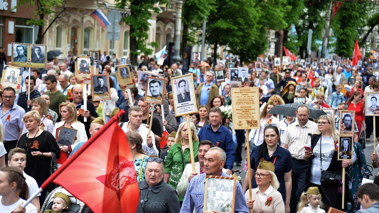 «Отец не смотрел фильмы про войну»: 8 историй от участников «Бессмертного полка» в Воронеже