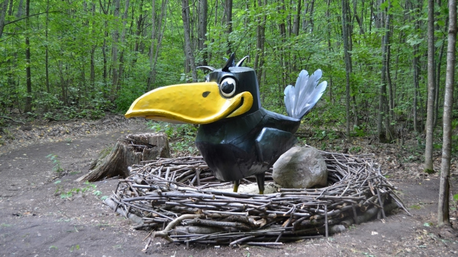 В Бутурлиновке на экологической тропе в Шиповом лесу появился первый арт-объект