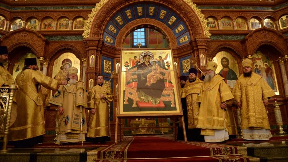 Воронеж встретил икону Божией Матери «Всецарица», прибывшую соСвятой Горы Афон