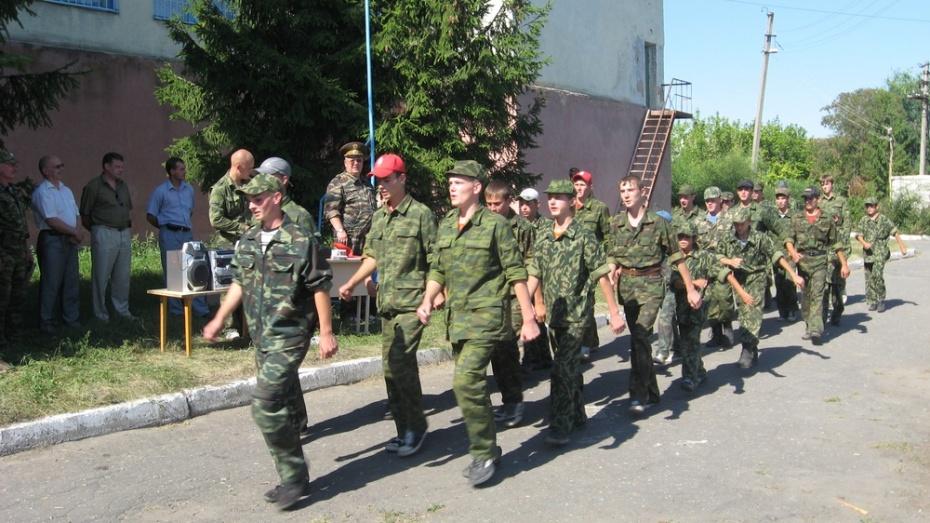 В Хохольской средней школе открылся оборонно-спортивный лагерь «Десантник»