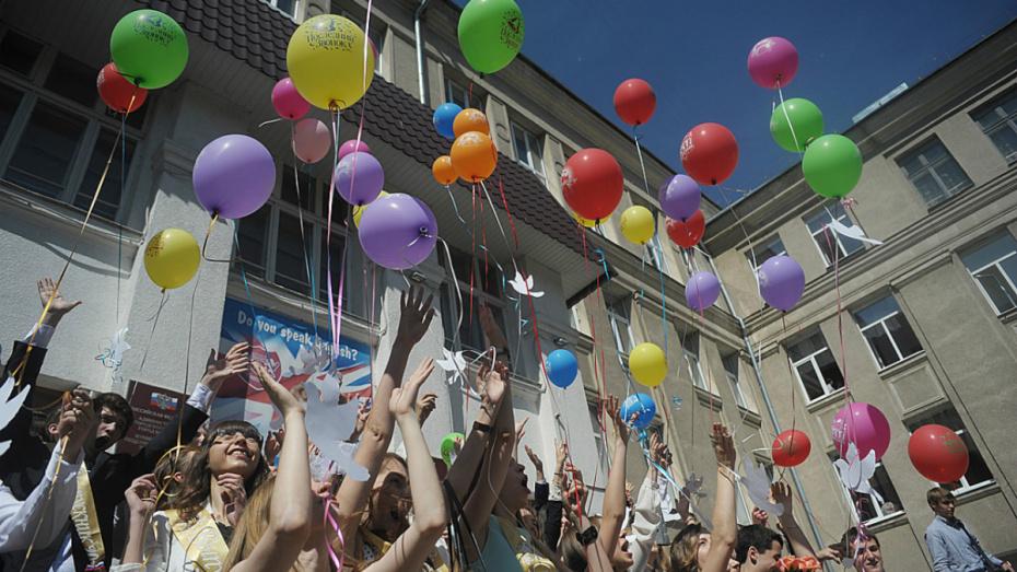Первые лица региона поздравили воронежских школьников с последним звонком