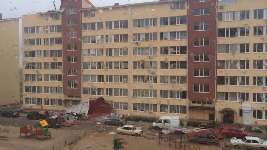 Под Воронежем ветер сорвал кровлю семиэтажного дома
