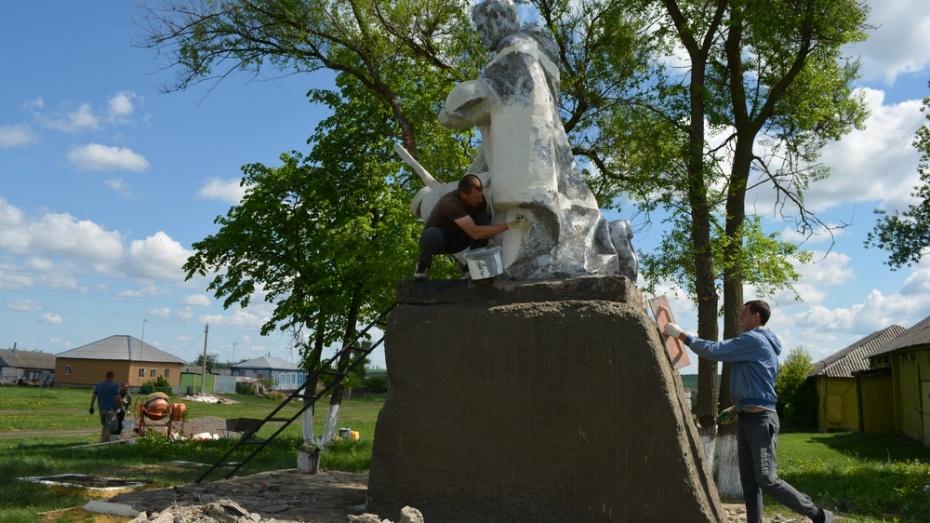 В нижнедевицком селе приступили к ремонту воинского захоронения