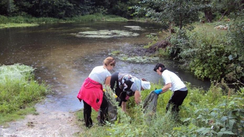Жители Хохольского района приняли участие в акции «Чистый берег»