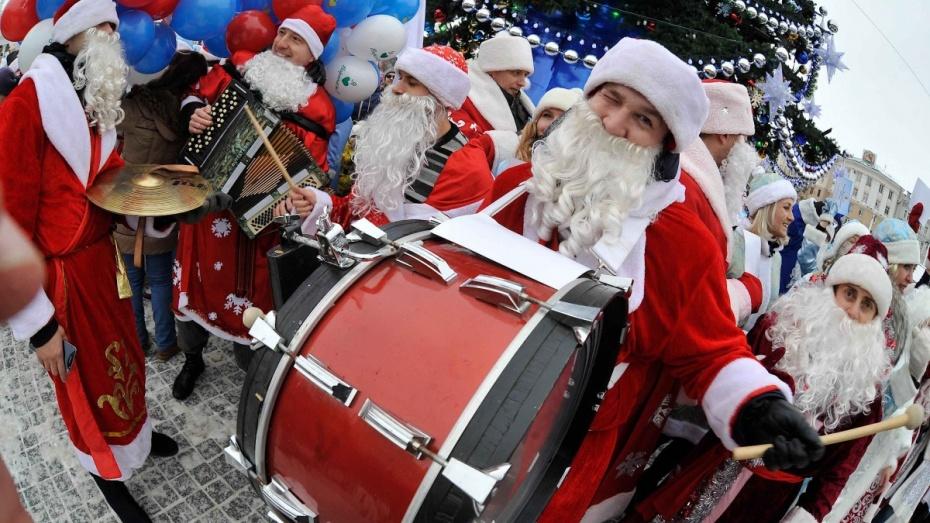Вцентре Нью-Йорка прошел парад Дедов Морозов иСнегурочек