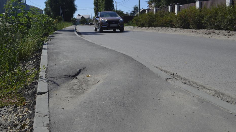 В Новой Усмани отказались принять в эксплуатацию новый тротуар на 2-х улицах