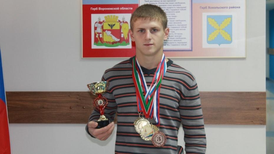 Хохольский спортсмен завоевал 4 медали на областных соревнованиях по воркауту