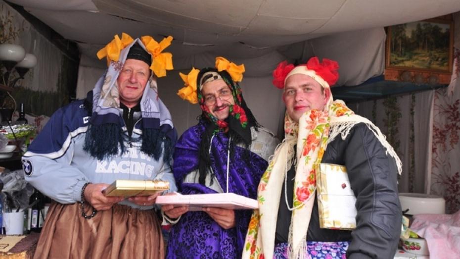 Самый дружный двор в Павловске отметил юбилей своего дома