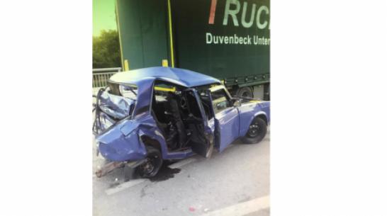 Под Воронежем фура врезалась в стоящий на светофоре ВАЗ: 4 человека пострадали