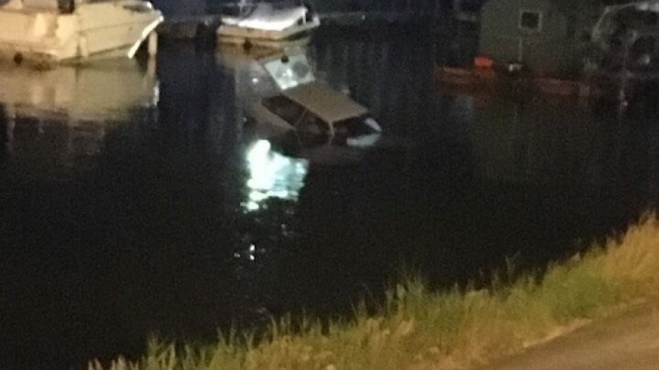 Вворонежском водохранилище потонул ВАЗ