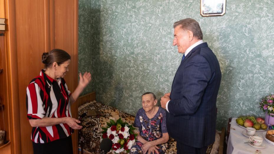 Сенатор Сергей Лукин поздравил жительницу Воронежа со 100-летием