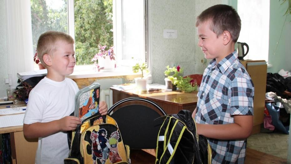 Бесплатные укомплектованные портфели получат 69 лискинских школьников