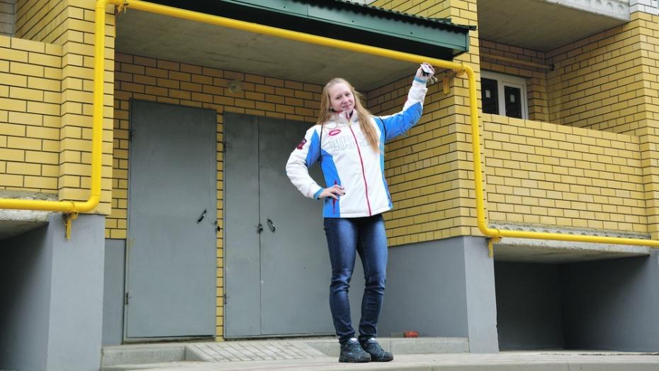 Россошанской тяжелоатлетке Анастасии Петровой подарили квартиру