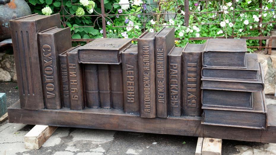 Воронежский скульптор представил посвященные нобелевским лауреатам арт-объекты