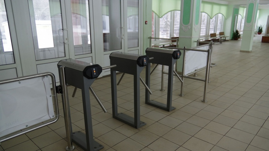 Прокуратура: в школе в Воронежской области с родителей незаконно брали деньги за охрану