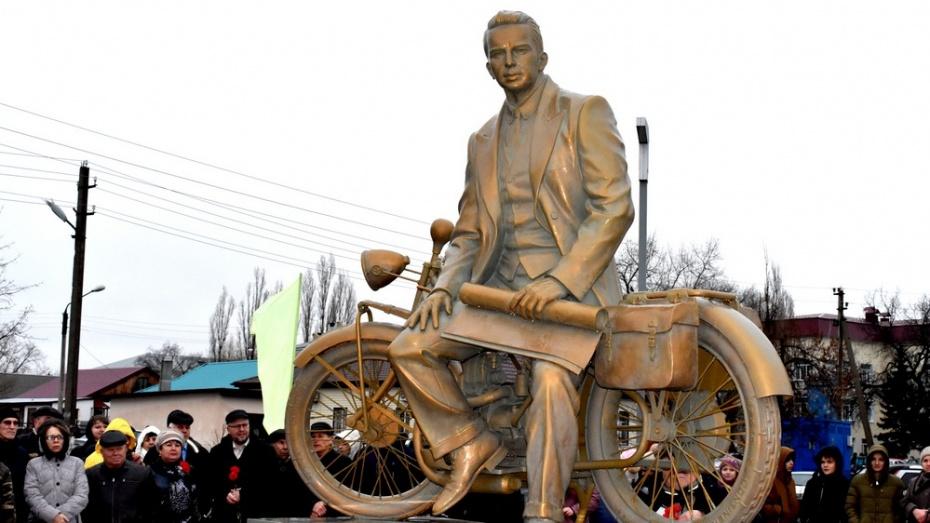В Воронежской области открыли памятник словенскому изобретателю Жаку Якобину