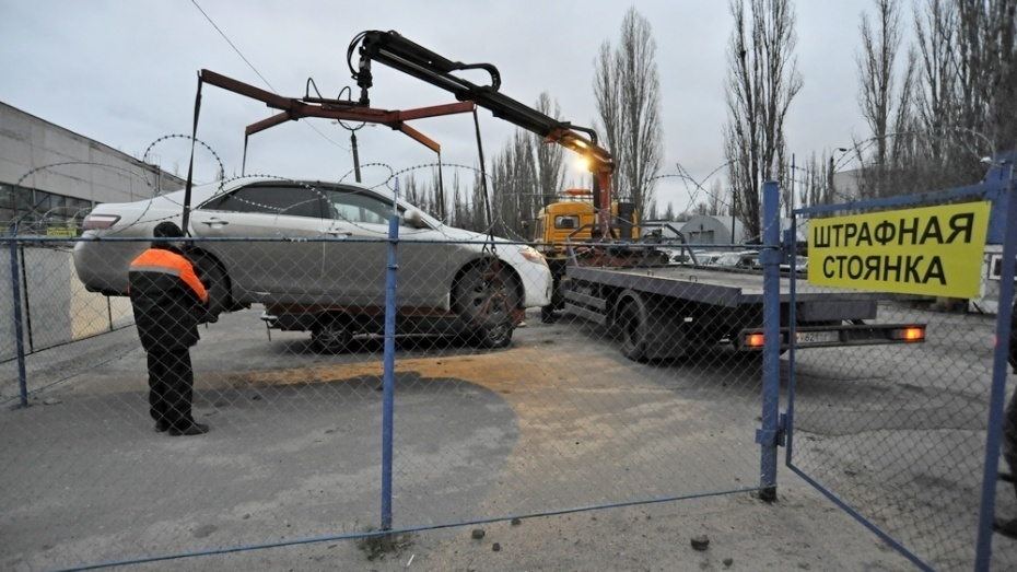 Воронежский губернатор поторопил чиновников свозвращением эвакуаторов назаснеженные улицы облцентра