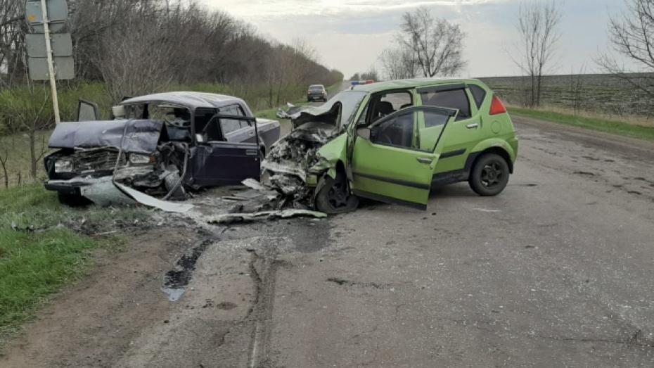 В Воронежской области женщина погибла в ДТП с двумя легковушками
