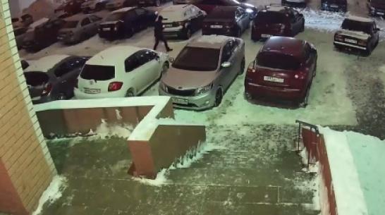 Воронежец вместо иномарки знакомой повредил чужую машину