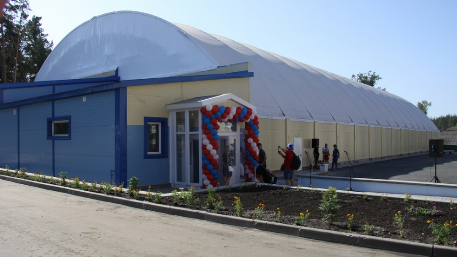 В Бобровском районе открыли ледовую арену за 90 млн рублей