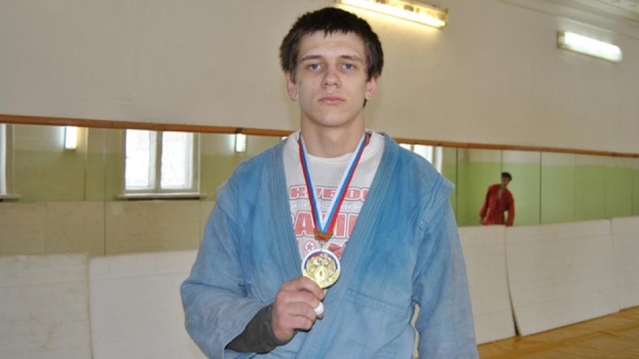 Семилукский спортсмен стал чемпионом России и универсальному бою