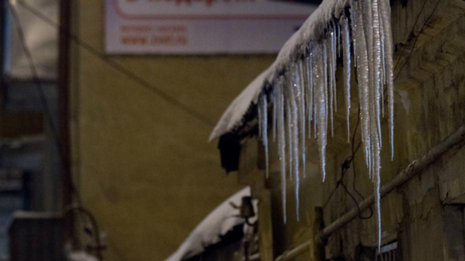 В Воронеже снег и наледь уберут с 37 крыш домов 14 декабря